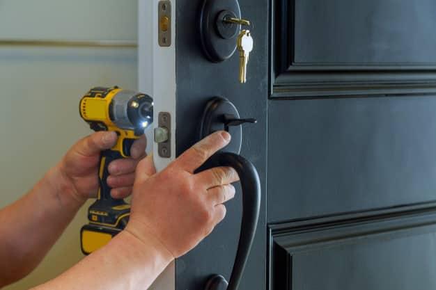 Mejores herramientas y materiales para instalar su cerradura