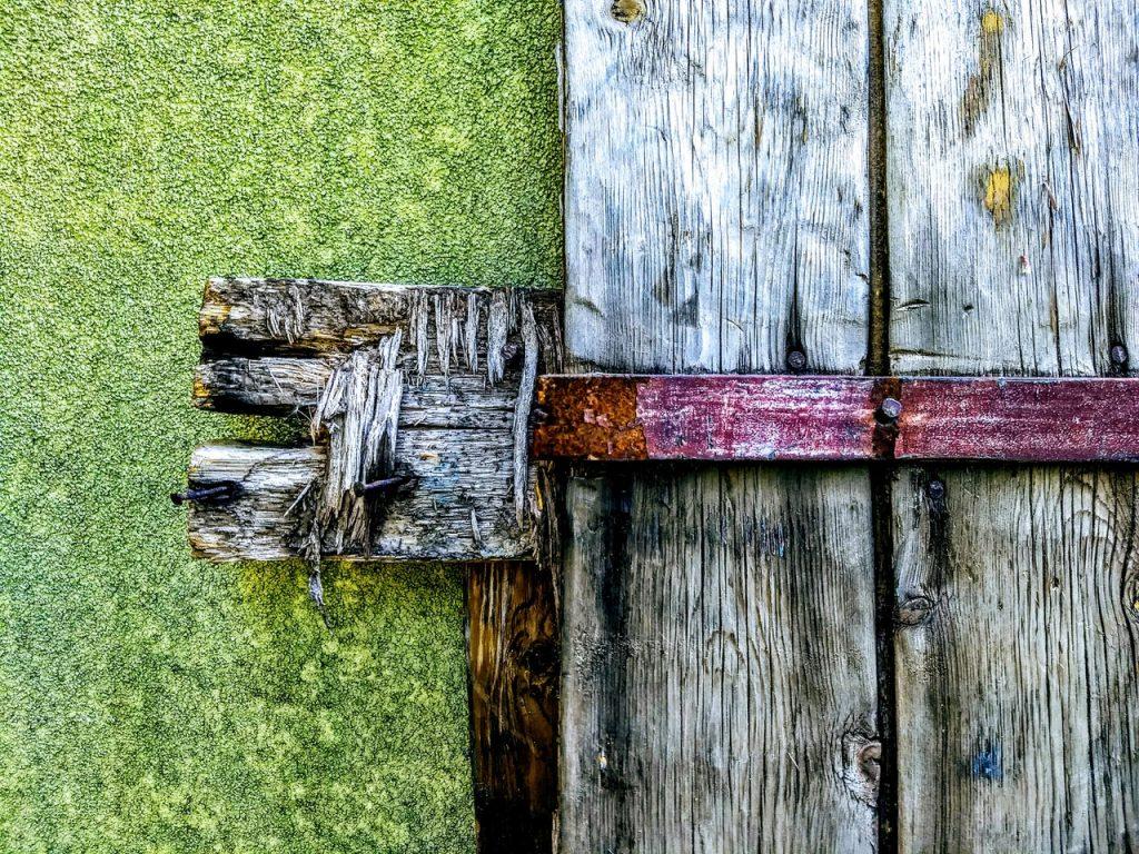 cerrojo puerta madera