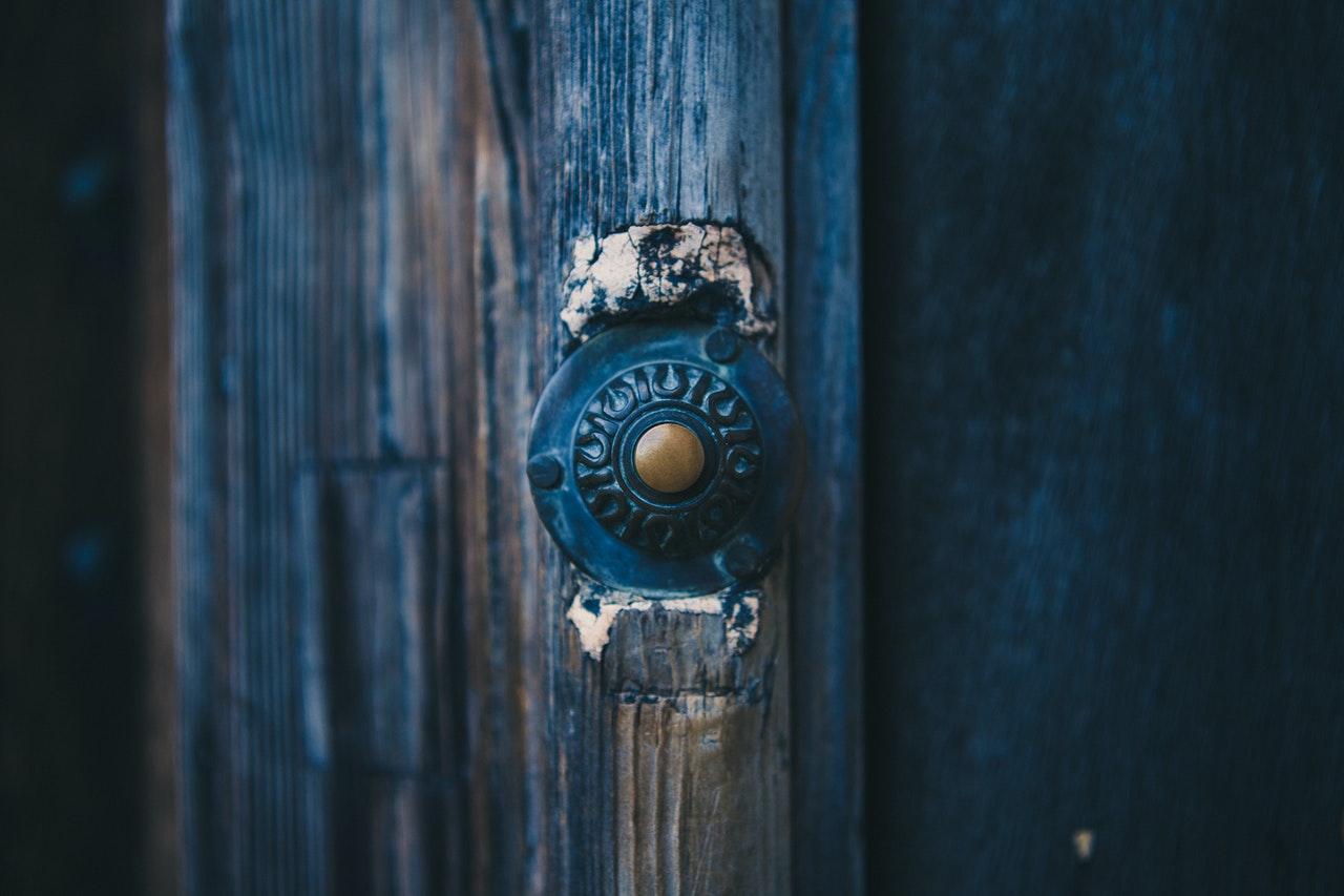 Como pintar las puertas de madera?